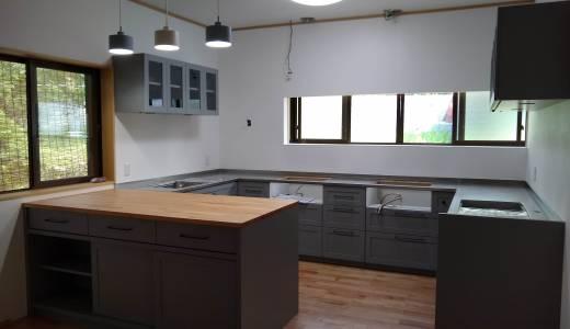 我が家の造作キッチンが搬入されました!-コの字型変形キッチン